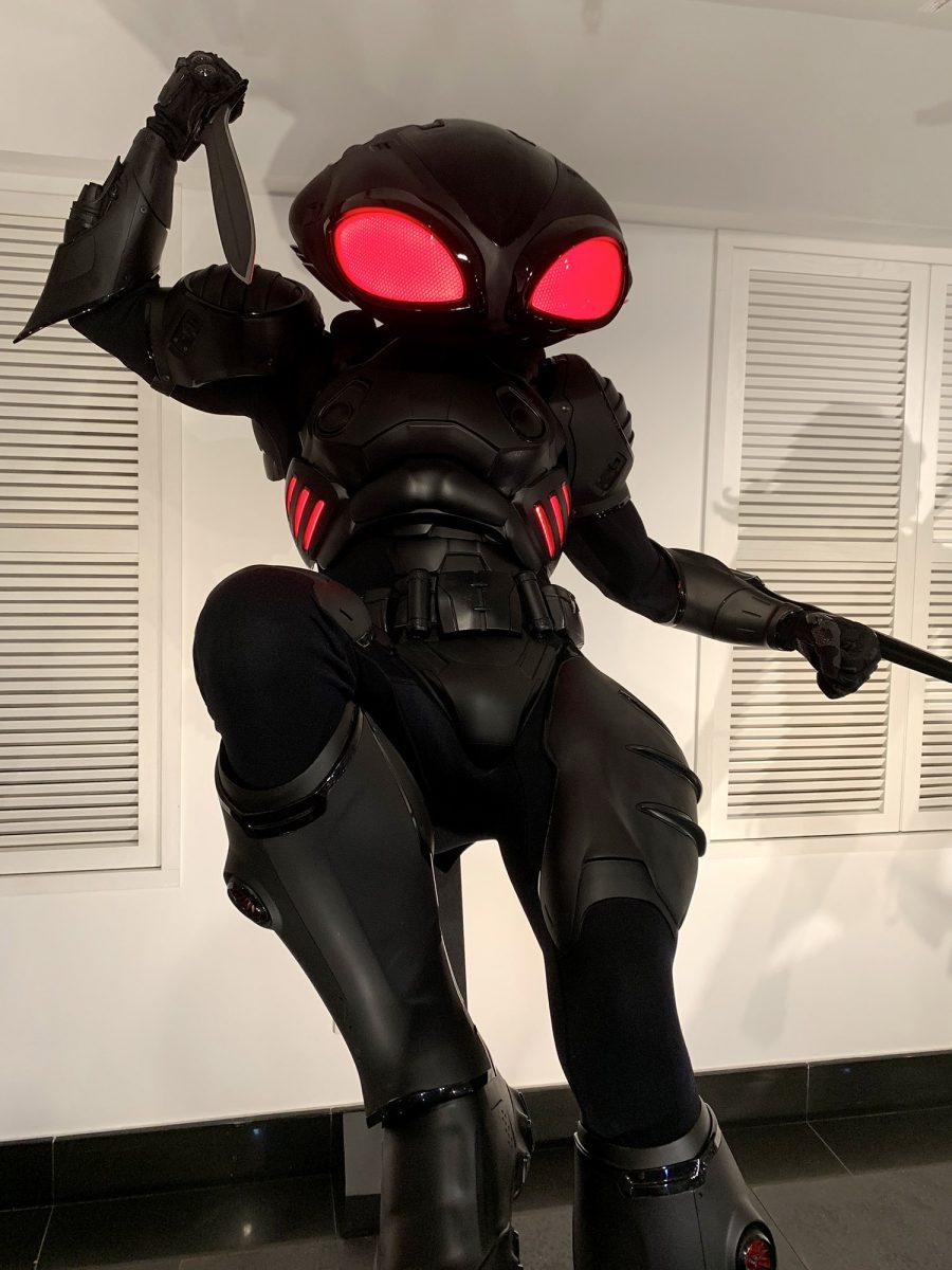 其中Blank Manta的大頭很初以為會很搞笑,但在全黑的服裝,加上頭上、腰間的LED加持之下,行近看的時候,真的有一種跳下來殺你的感覺!